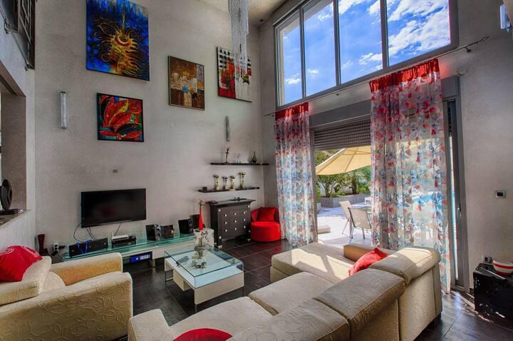 Шикарная вилла с 5 спальнями в Будве