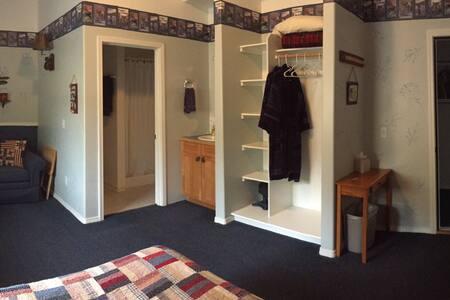 Cast Away Lodge Room 2 w/ Fishing Dock on Kenai - Bed & Breakfast