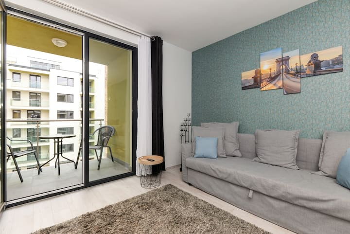 Stylish Comfy Modern Central 3BR apartment+parking
