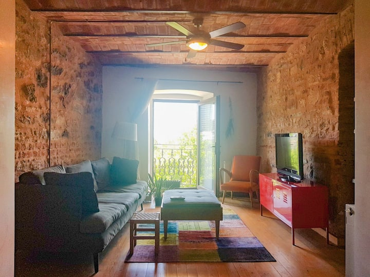 Stylish 2 bedroom Apt right in heart of Istanbul