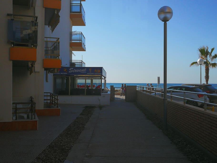 Acceso privado y directo a la playa