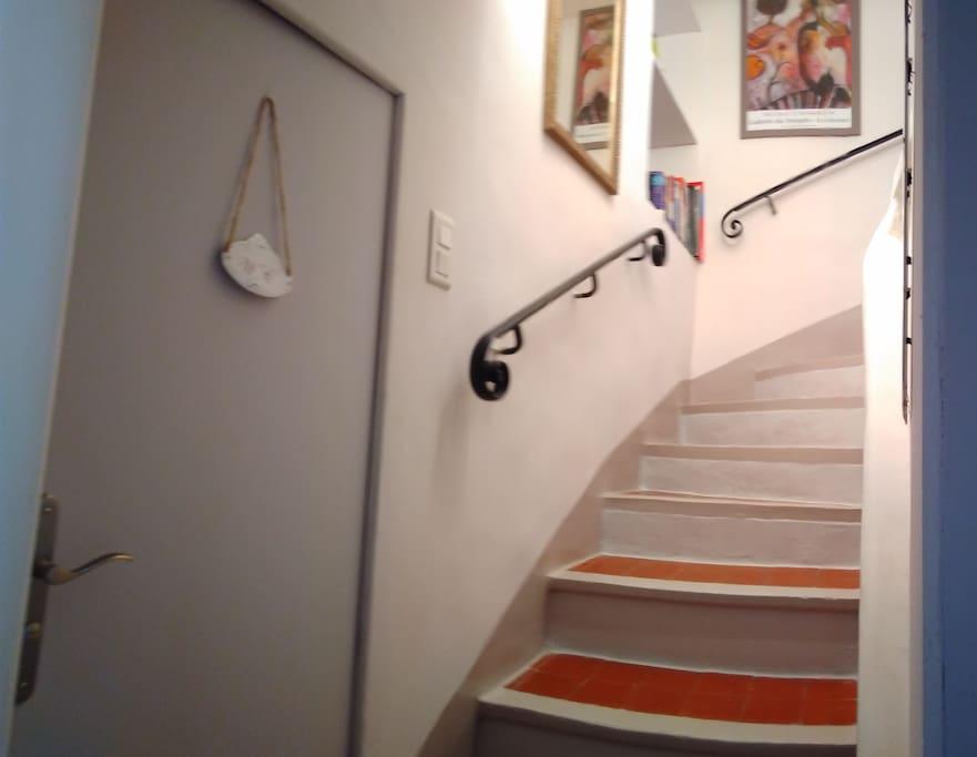 Montée d'escalier vers la chambre