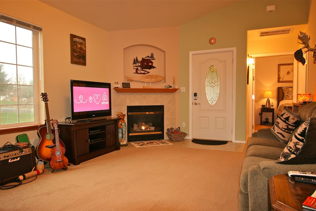 Put your feet up on the recliner sofa...Willow tree visual is amazing especially when the deer are grazing.