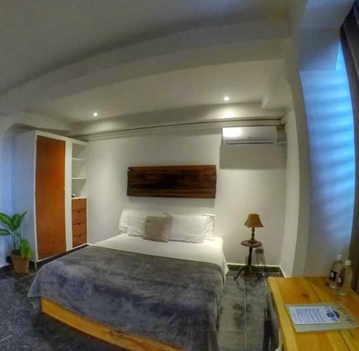 Cinco Hotel B&B - Orange Room B&B