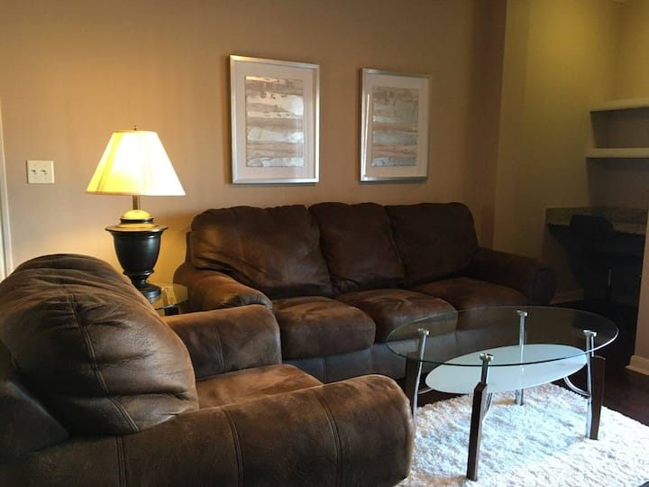 Great one bedroom luxury apt at Gated Property