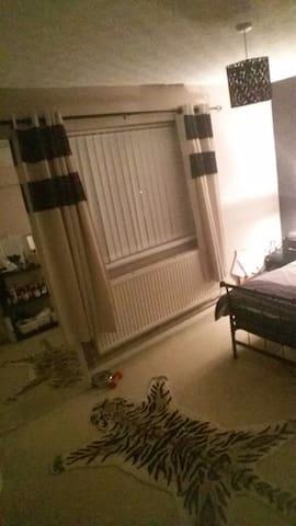 Cosy room - West Midlands