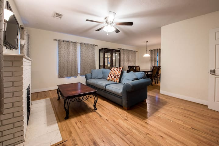 ◈ Heart of Lubbock Lodge ◈ 4BR/3BA ◈ Sleeps 10