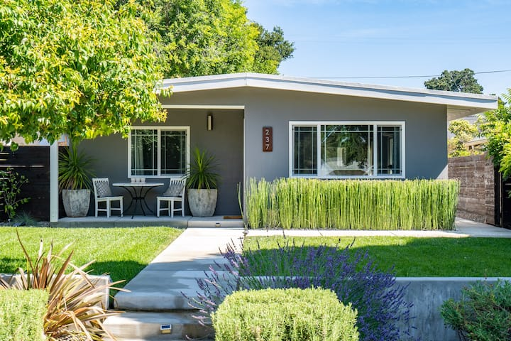 Close to Downtown! Gorgeous MidCentury w/fire pit