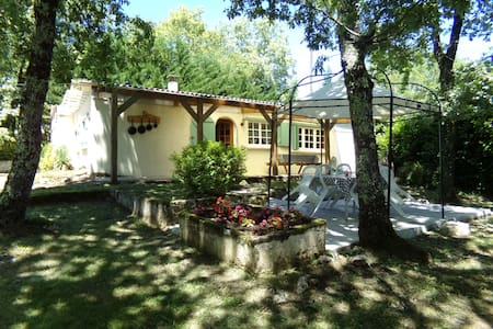 Charming cottage with pool - Mayrac - Domek parterowy