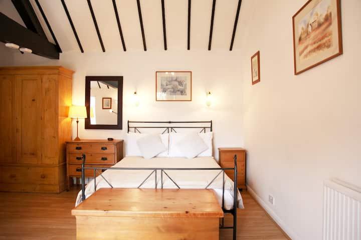 Large studio cottage 4,