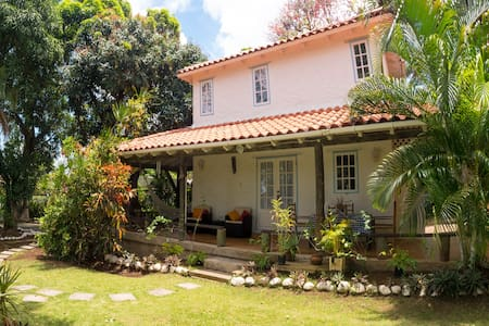 Mango Cottage - Private pool and garden paradise!