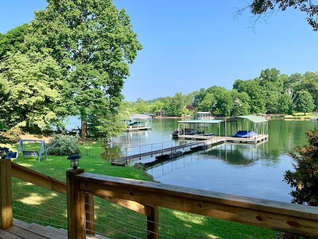 """Hiawassee Hideaway""- 3BR 3bath on lake Chatuge!"