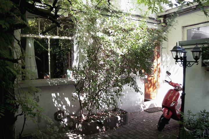 Appartement dans cour intérieure calme