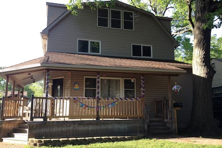 Quiet, spacious room for rent! - Hazel Park - Hus