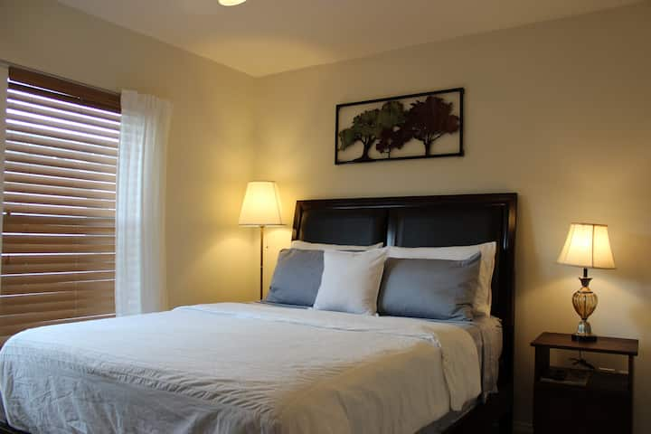 Comfy room with private bathroom in MedCenter!