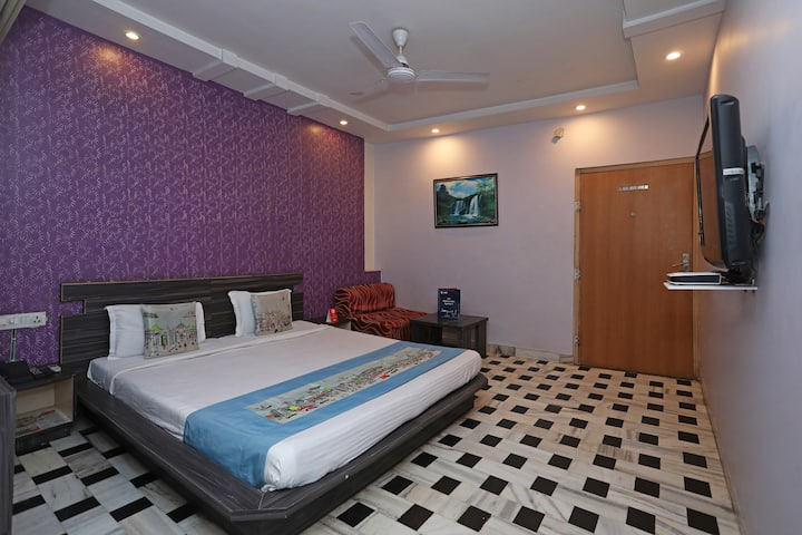 Spacious Deluxe Rooms EP  for Comfort Stay