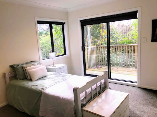 Private Bedroom Close to City