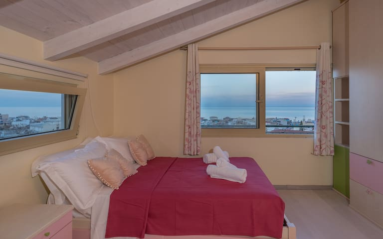 Bedroom with bathroom and sea view