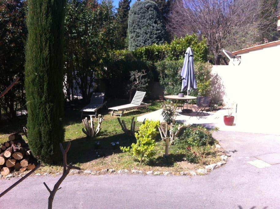 Mas studio jardin privatif 100m2 houses for rent in for Jardin 100m2