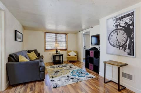 Appleton 2 Bedroom Upper Close to Golf Course and Downtown!