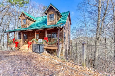 Serene woodland cabin w/ a private hot tub, library, & fun-filled game room