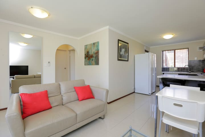 Spacious 2 Bedroom-Best Location FreeWifi+B'fast - East Victoria Park - Apartment