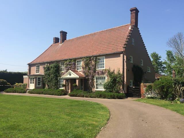 Beautiful Suffolk Manor with pool & sauna