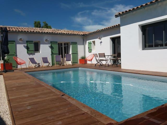 Maison avec piscine chauffée, 9 pers, 4 chambres