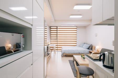 10 sec to Gangnam Stn.#1 New Comfort Studio - Gangnam-gu - Apartment