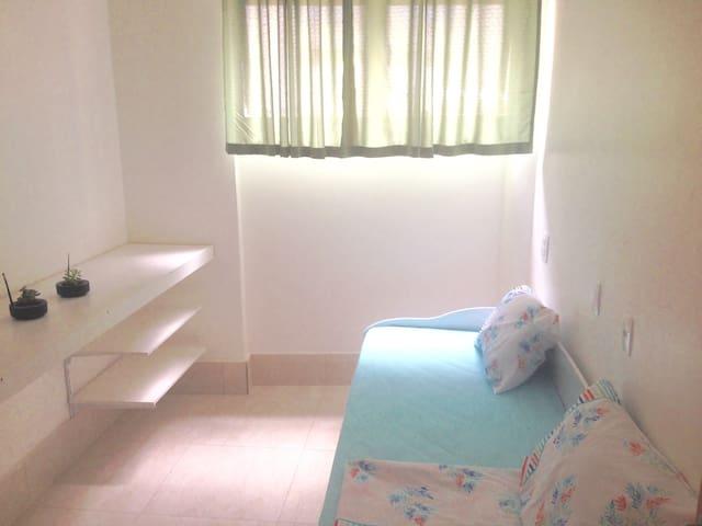 Suite 13 privativa prédio familiar R. Avanhandava