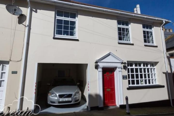 Character 4 bedroom house, Weymouth Harbour