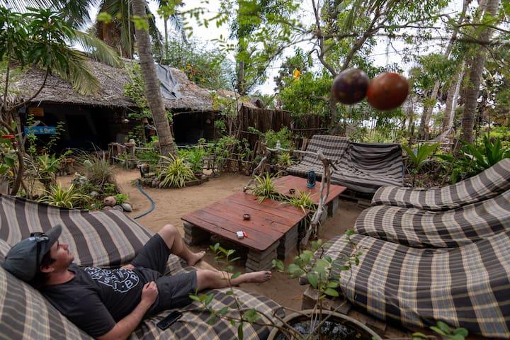 WONDERFUL Beachfront hut @ Kite House Cafe