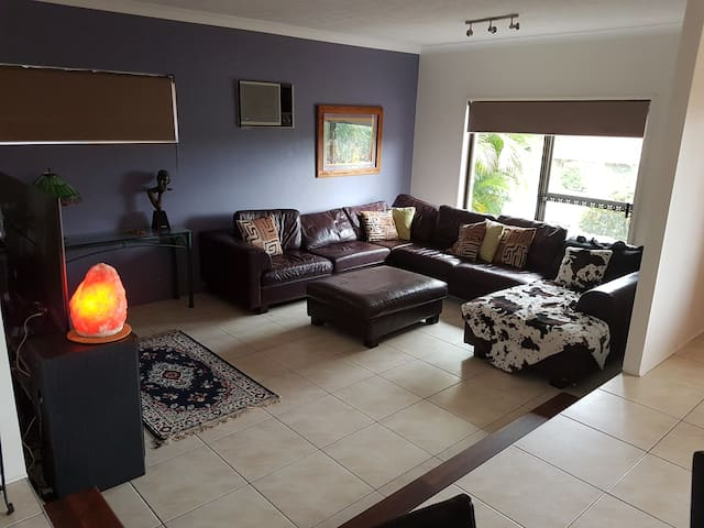 Home away from home - Helensvale - Ház