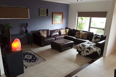 Home away from home - Helensvale - Hus