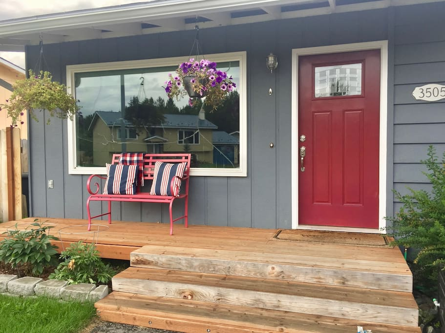 Cheerful ranch conveniently located near downtown!