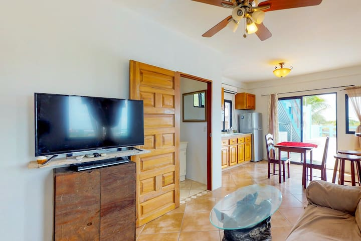 Family-friendly, multi-suite property w/private grill& sea views - beach nearby!