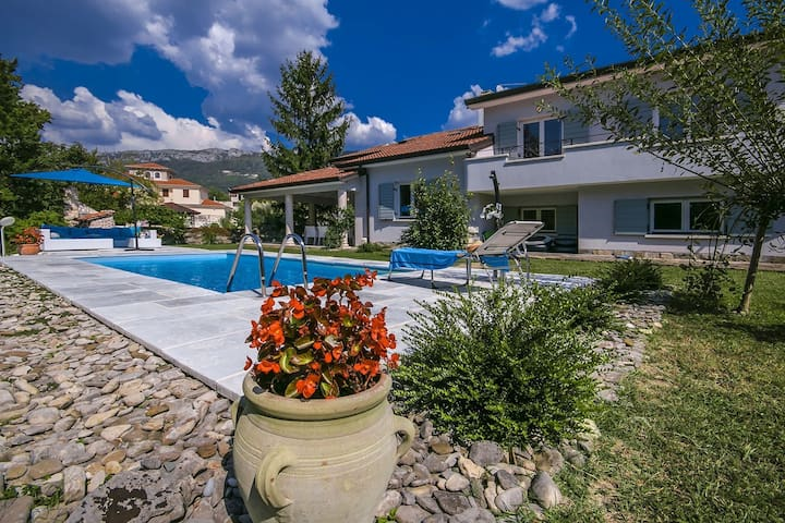 High standard villa with private pool. Fenced garden and children's playroom