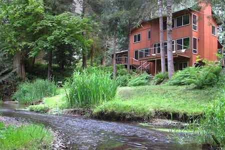 Secluded with Stream, near Oregon Wine Country - Gales Creek - Hus