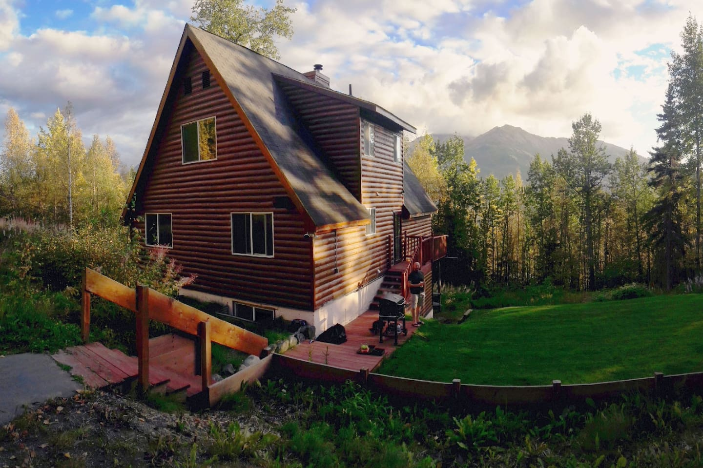 Our mountain home is situated on more than an acre, just two miles from downtown Eagle River and 20 minutes from Anchorage! Tucked away yet convenient to town. Plenty of parking.