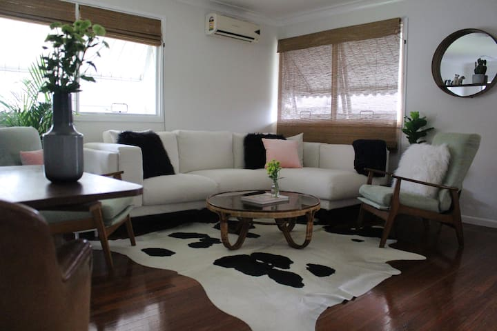 CENTRAL APARTMENT IN BEAUTIFUL BURLEIGH