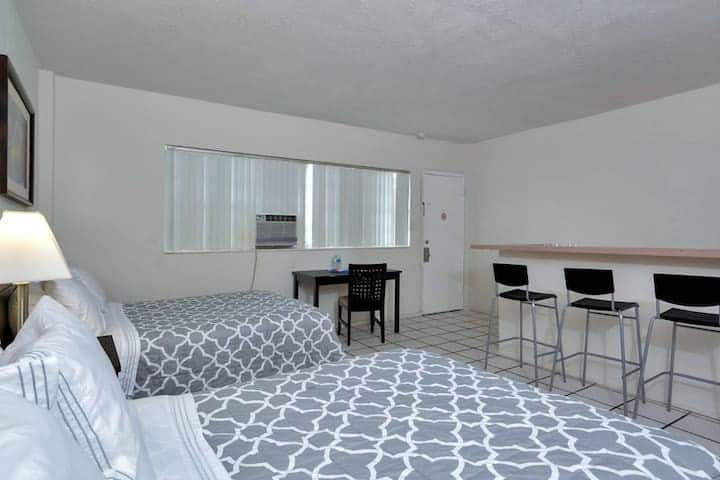 Amazing 1BR/1Bath, Hallandale Beach, Free Parking