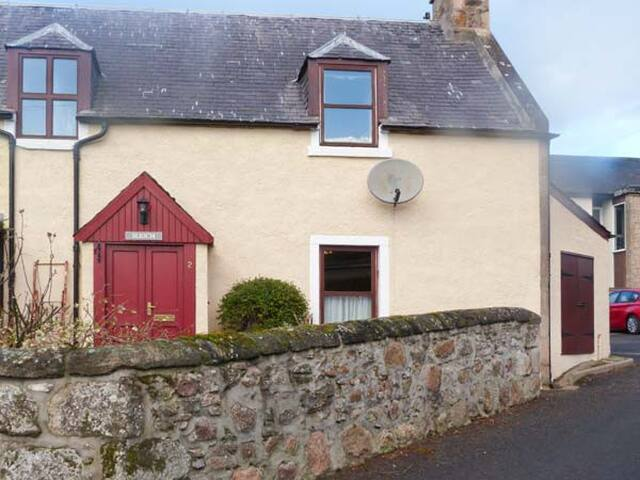 SLIOCH, pet friendly, character holiday cottage in Nairn, Ref 904244