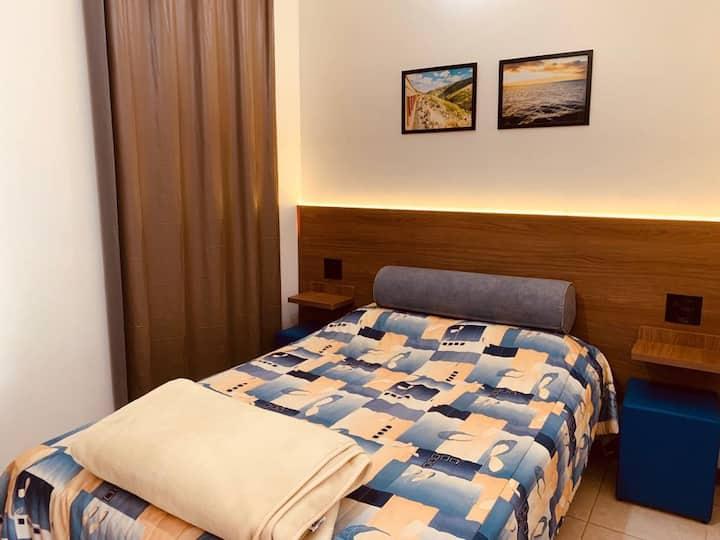 Apartamento Casal Com Ar Condicionado e Frigobar