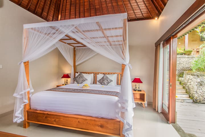 D'Junas Tranquil 4 Bedrooms Villa at Ubud Center