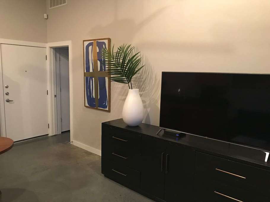 Classic mid-century designs with modern comforts. HD 4K TV, Sling & Google Fiber