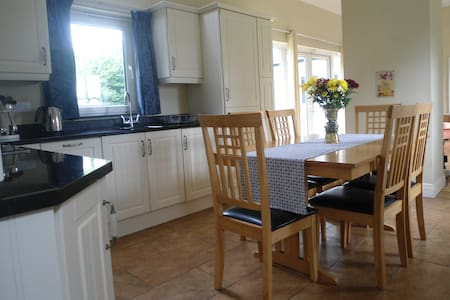 Spacious Cottage 1 hour from Dublin - Laois