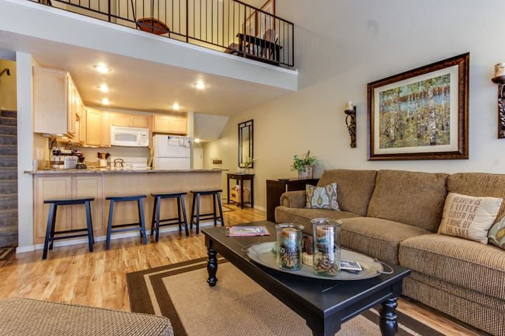 Family-friendly waterfront home w/lake views, 2 shared pools, and tennis!