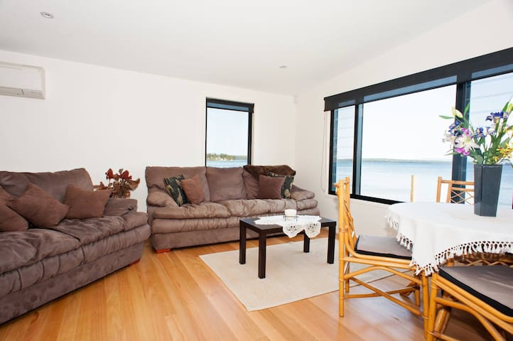 The Loveshack Waterfront - Saint Georges Basin - Apartment