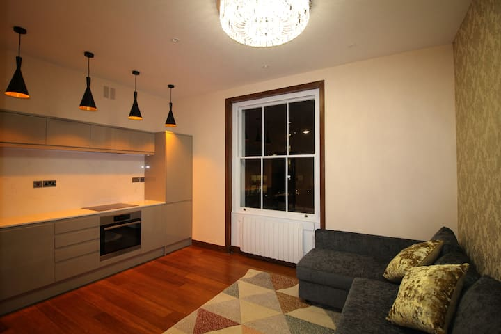 Stylish Holiday/Short Let - 1 Bedroom Apartment.