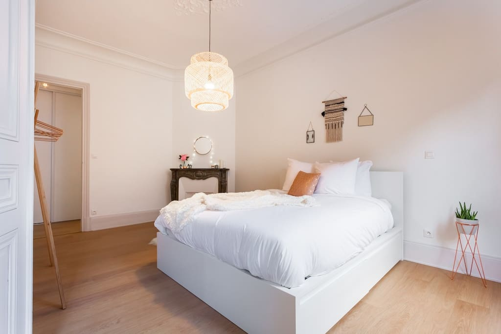 The master bedroom and the very cosy and inviting queen bed.